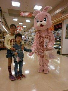 楽蔵グリーンモール福光でゆるキャラ「ららちゃん」お菓子プレゼント!を開催の画像